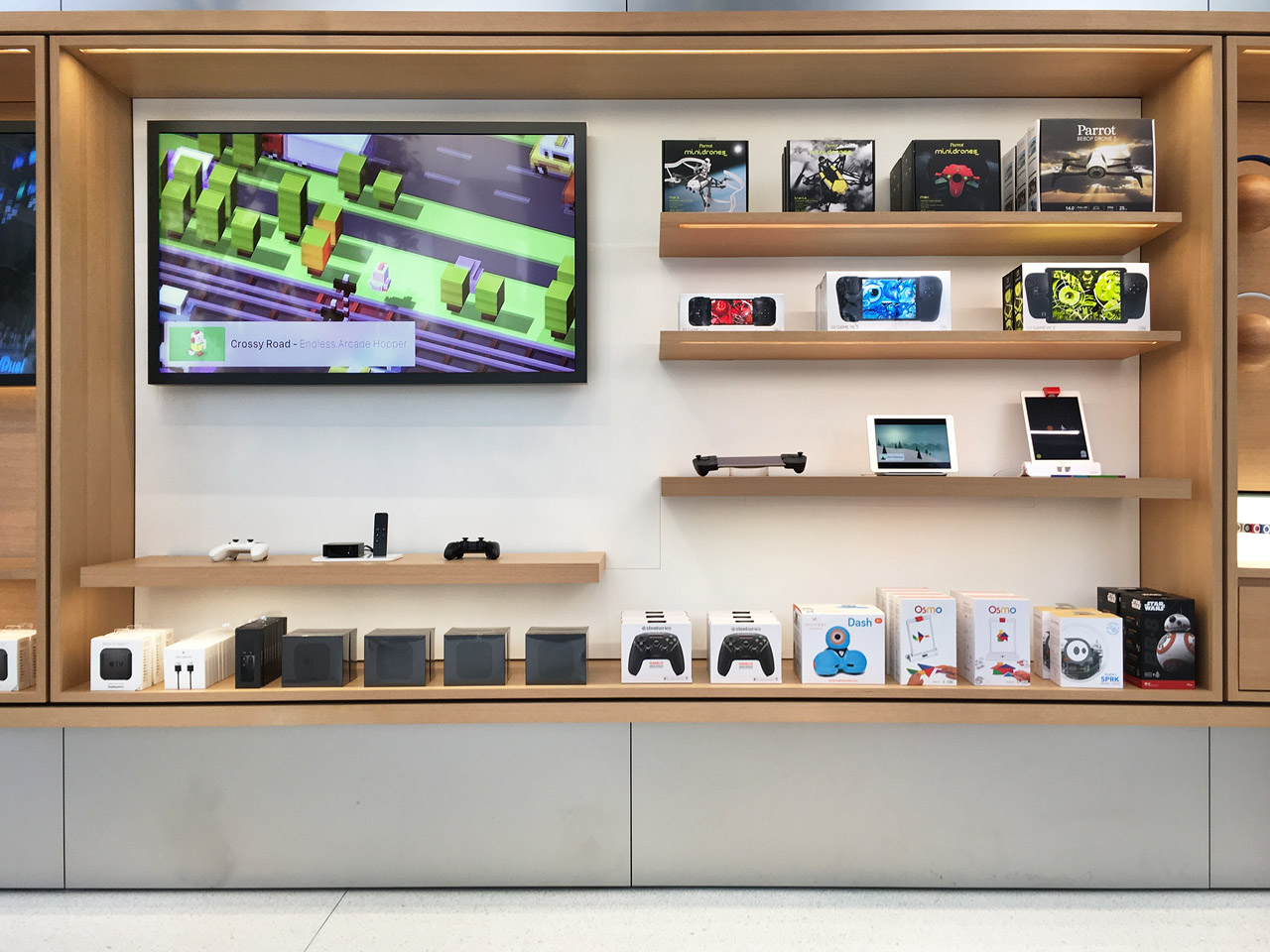 Apple Store Gaming Section with Controller Hands-on